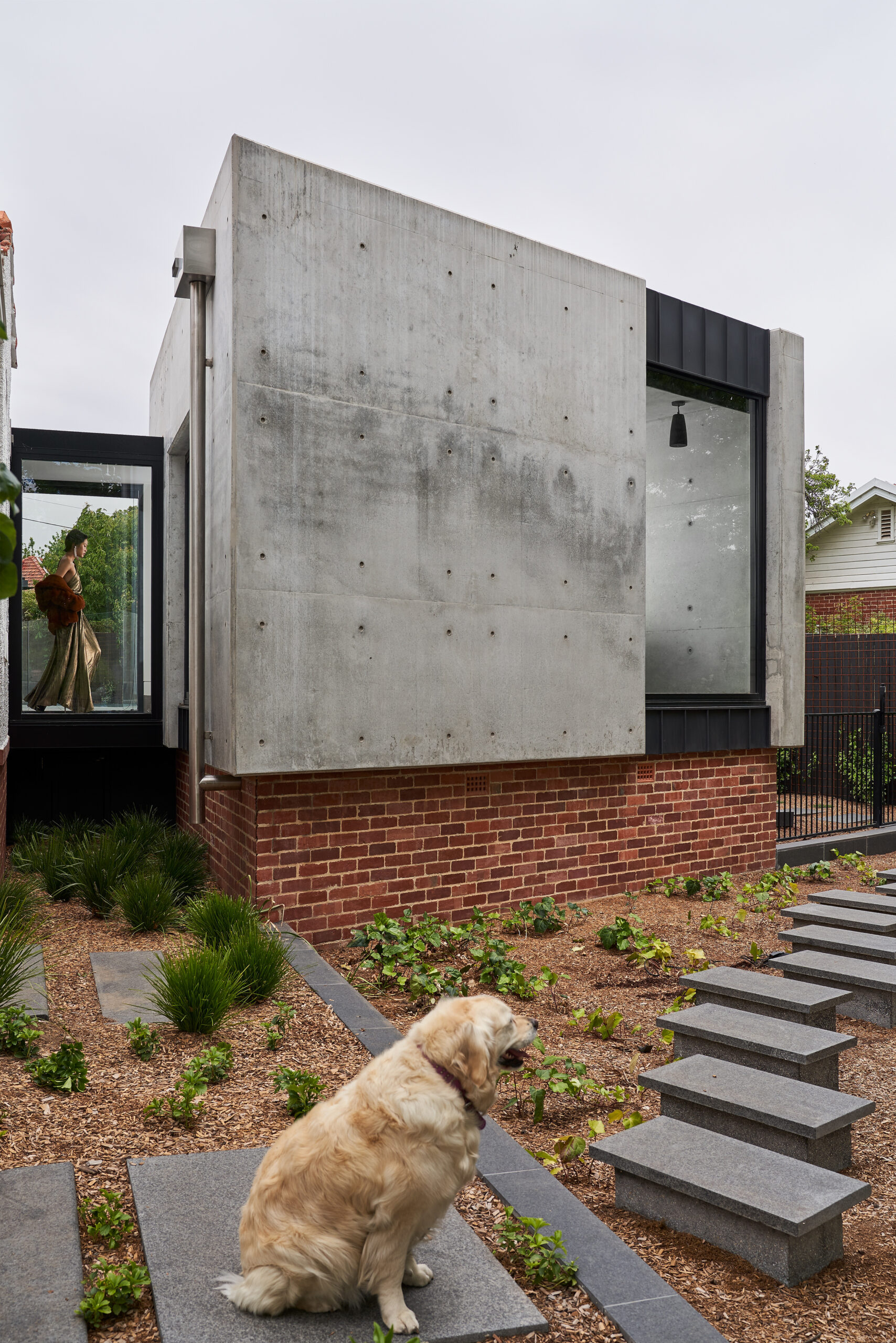 External view of the off-form concrete dining pavilion connected to the heritage listed home