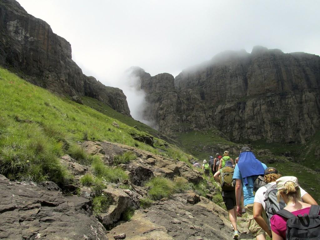 hiking drakensberg amphitheatre
