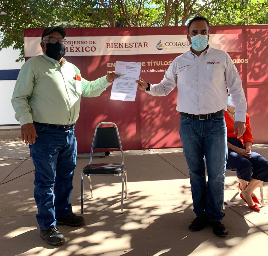 Encabeza Juan Carlos Loera operativo de entrega de títulos de concesión de pozos a productores del noroeste