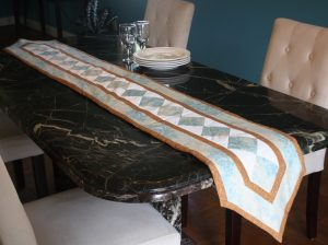 10 Easy Ways to Freshen your Kitchen Décor Table Runners