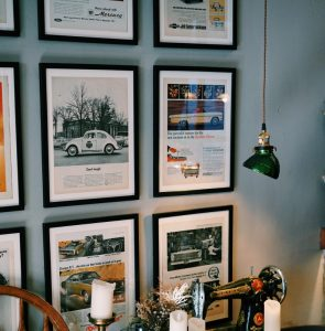 Decorating ideas for living room walls - Display Memories and Interests