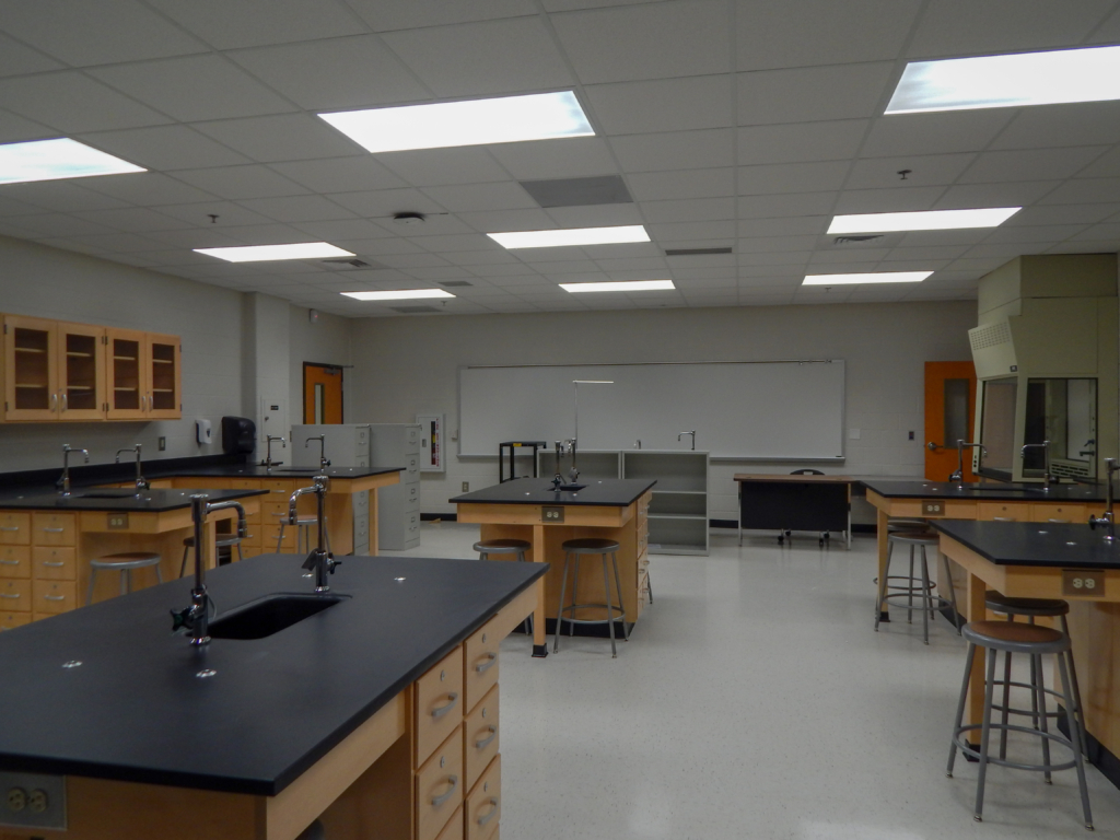 Cooper & Company | Lilburn Middle School Laboratory Classroom