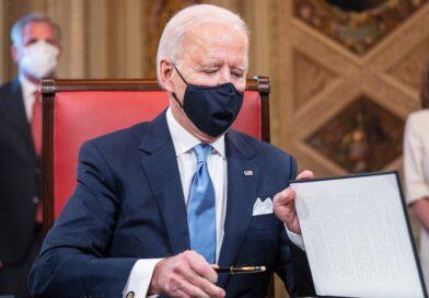 Biden firma decretos de igualdad, migración, clima pandemia, y EU vuelve a OMS y Acuerdo de París