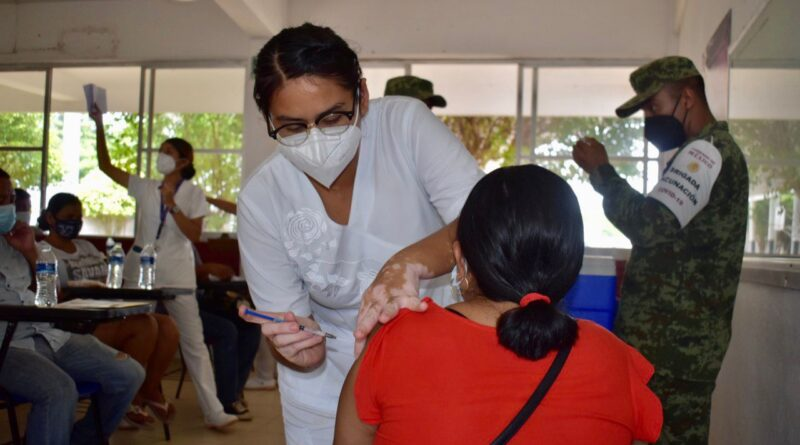 Concluye jornada de vacunación contra el Covid-19 para personas de 30 a 39 años en Cosoleacaque