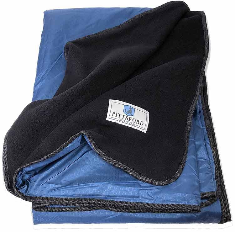 white and black waterproof blanket