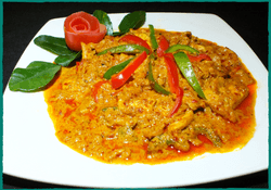komol-thai-restaurant-chicken-panang