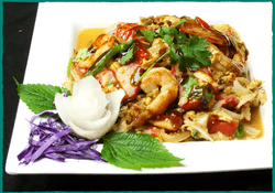 komol-thai-restaurant-house-special-omelette