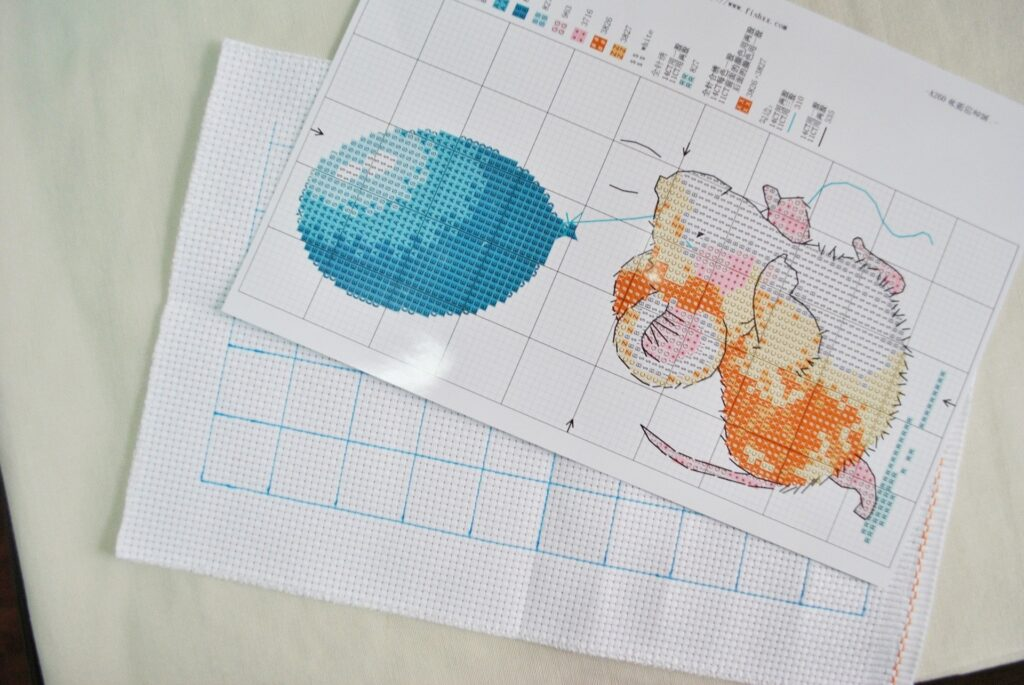cross stitch gridded patterns with mouse and balloon