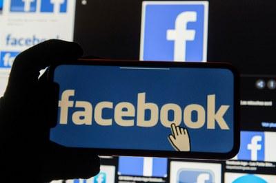 Ứng dụng Facebook có thể được dùng trên các thiết bị khác nhau.