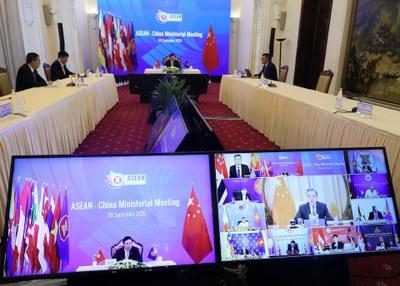 Hình minh hoạ. Phó Thủ tướng kiêm Bộ trưởng Ngoại giao Phạm Bình Minh và Ngoại trưởng Vương Nghị của Trung Quốc tại hội các ngoại trưởng ASEAN - Trung Quốc hôm 9/9/2020 ở Hà Nội