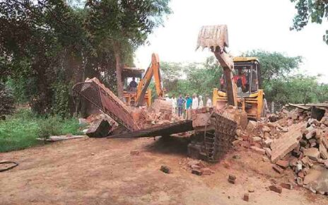 Land mafia stone pelted at mbmc officials