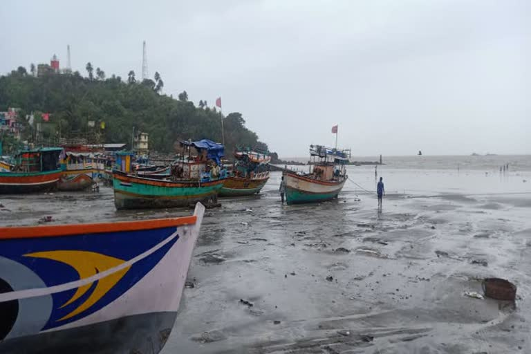 Fishing Boat capsizes in Arabian Sea