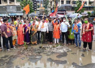 Shiv Sena workers protest against BJP-MBMC by Planting in potholes on the Road