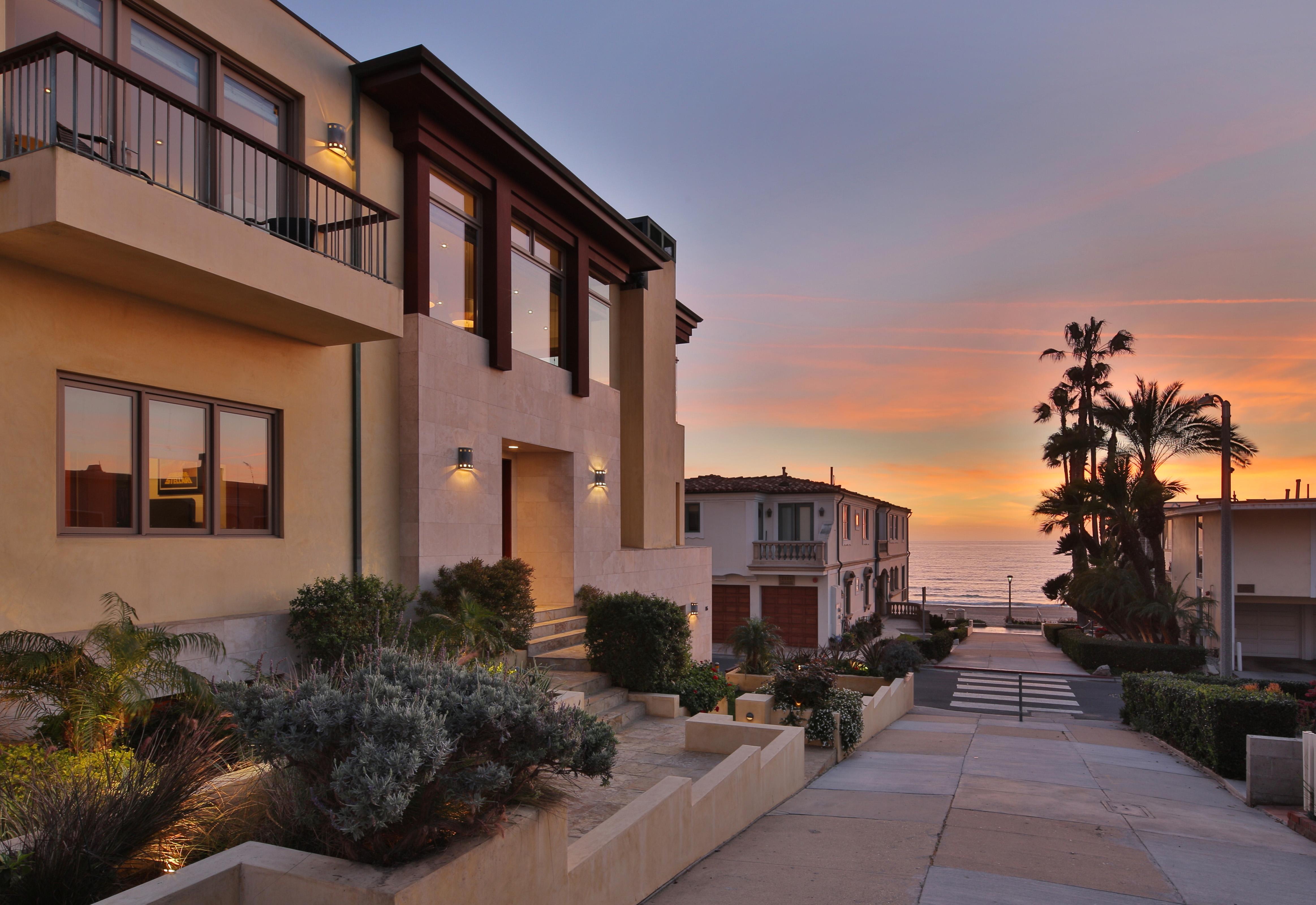 Mike D'Antoni home in Manhattan Beach sells - exterior