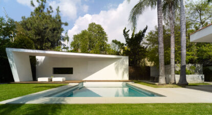 Sharped edged home white Large pool