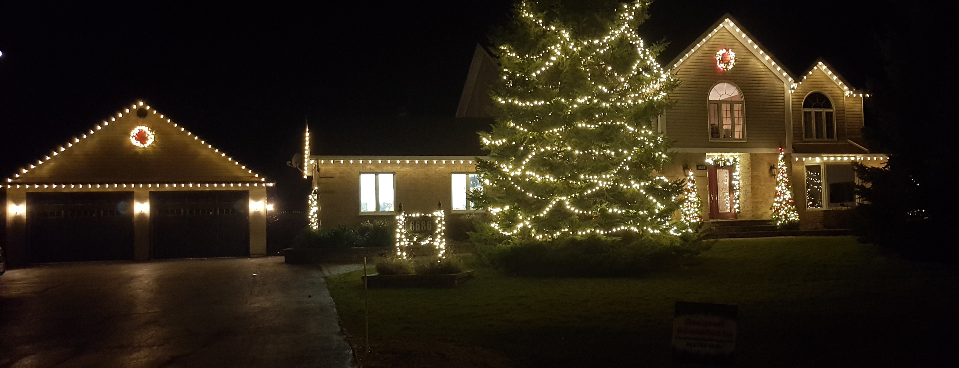 christmas_lights_roof_tree_exterior_residential