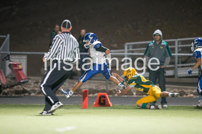 131024_Carson High Football_Blueberg Touchdown3