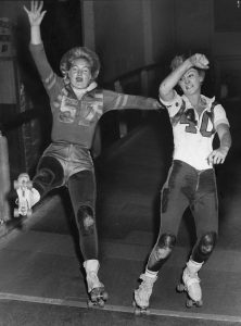 Joan Weston, L, of the Westerners and Cathie Read of the Bombers compete back in mid last century. Roller Derby Hall of Fame photo.