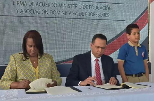 ADP y Minerd firman acuerdo para fortalecer seguridad social del magisterio