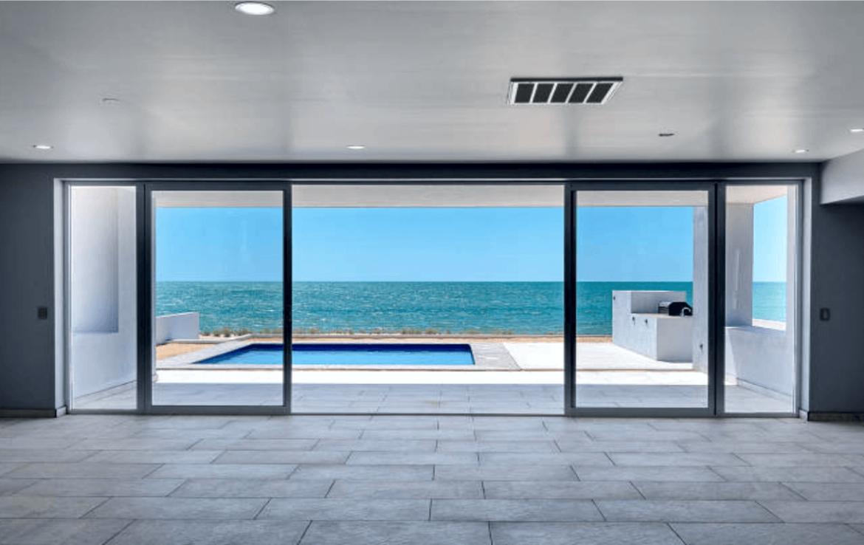 Elegant Oceanfront Home Great Room 4