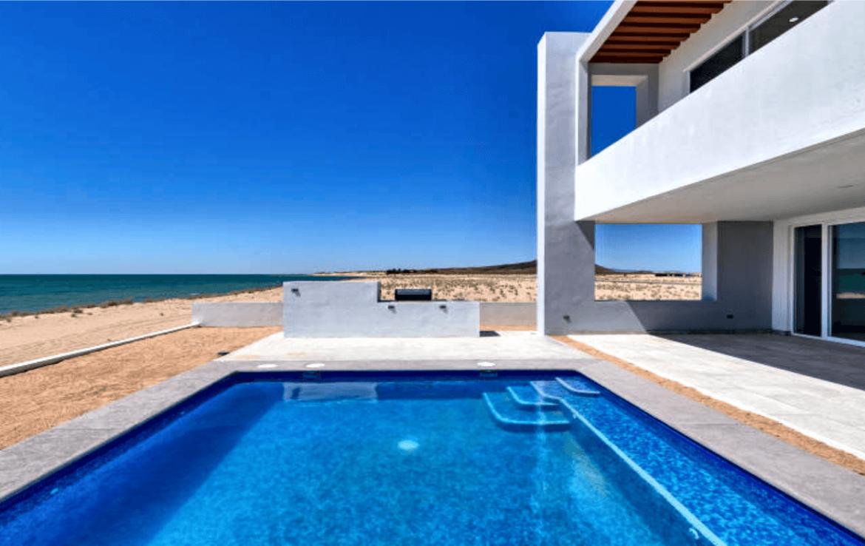Elegant Oceanfront Home Pool
