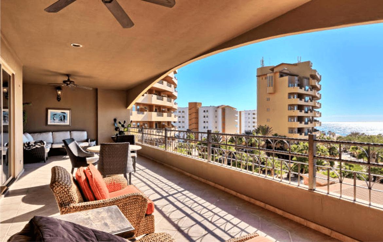Condo With Stunning Ocean Views Balcony
