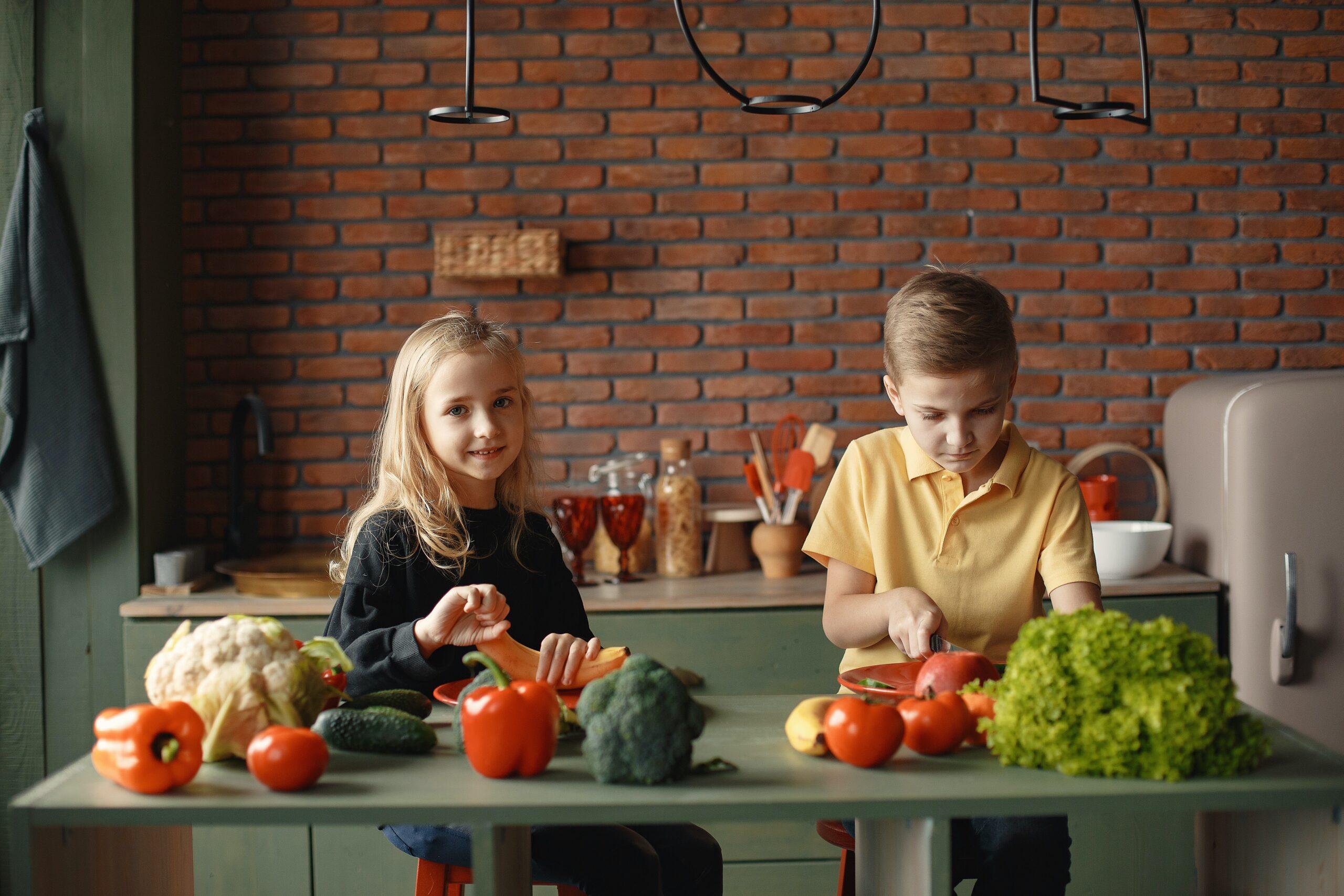 children-in-the-kitchen-slicing-vegetables-3984722