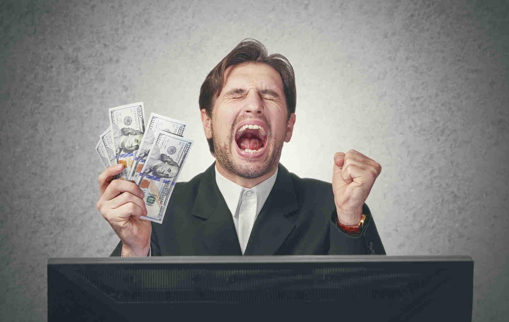 Engage employee with employee referral bonus