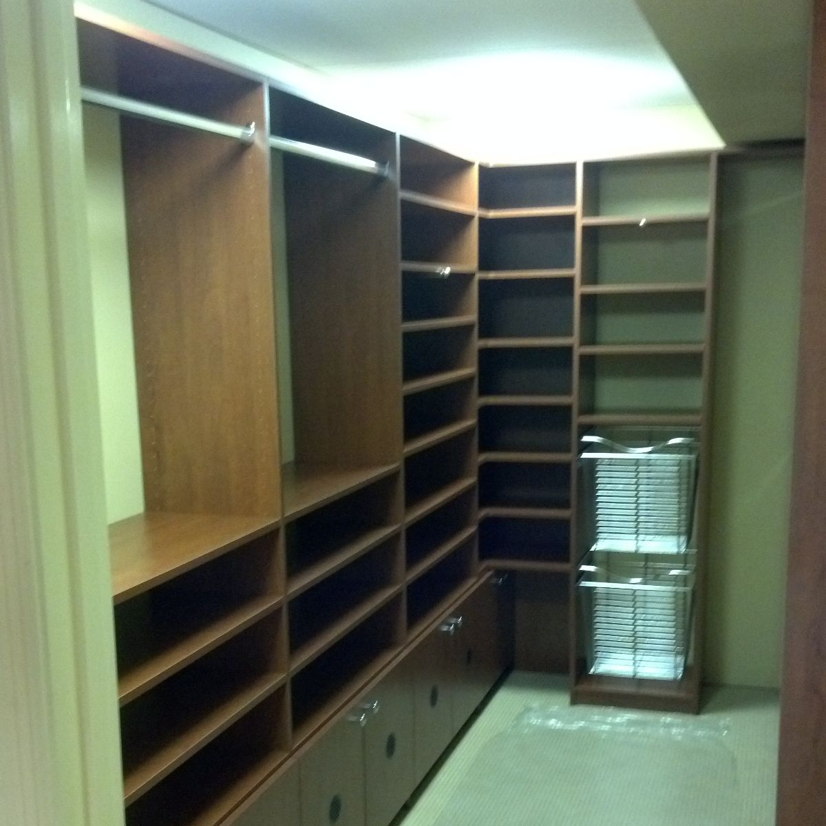 Custom Walk-In Closets Design Chattanooga