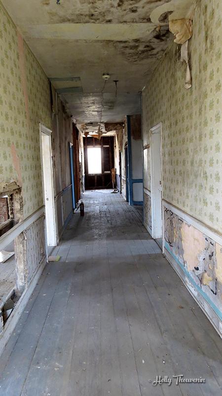 Zoar hotel hallway