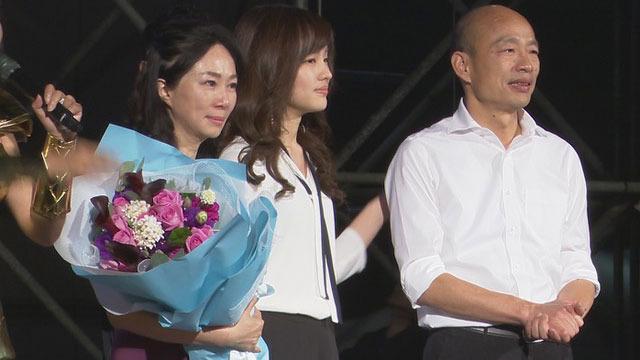 韩国瑜的女儿韩冰选前一晚压轴现身挺父