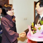 上海帮陈良宇和韩正争夺的钟燕群
