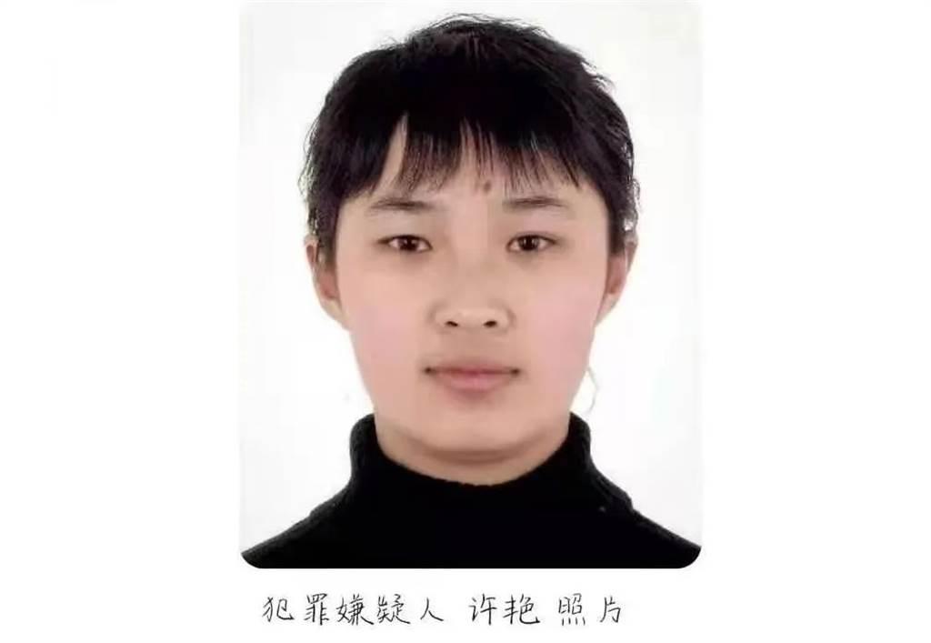 任职江苏省灌云县公安局的90后女辅警许艷,被曝与8名公职人员发生不伦关系,并藉以勒索敲诈,其中半数为公安局官员。(图/和讯网)