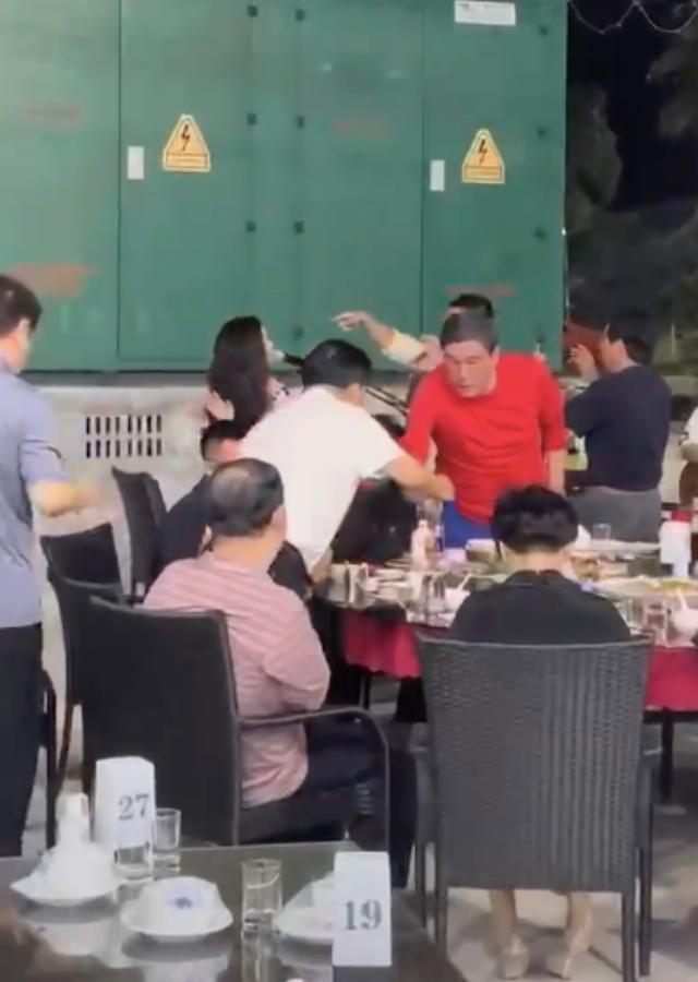 毛阿敏美籍华人丈夫解直锟,霍思燕、杜江成为邻座小咖