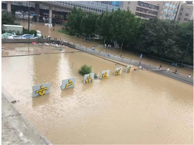 郑州暴雨京广隧道内数千辆车全部被淹,数千人死亡