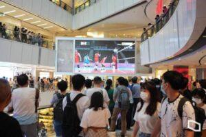 中国女排落败 香港民众齐欢呼鼓掌