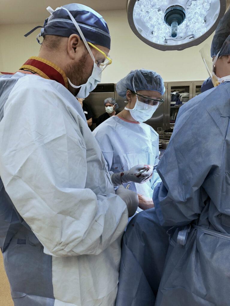 Dr_Hirt_Dr_Holdren_in_Surgery