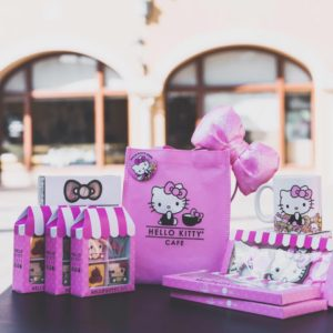 Kitty-themed cakes and macaroons