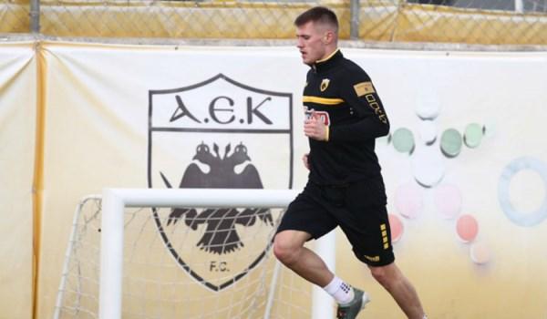 Νιώθει καλά και θέλει να συνεχίσει στην ΑΕΚ ο Σιμάνσκι