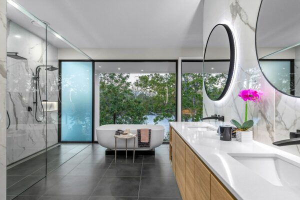 modern house brisbane - ensuite