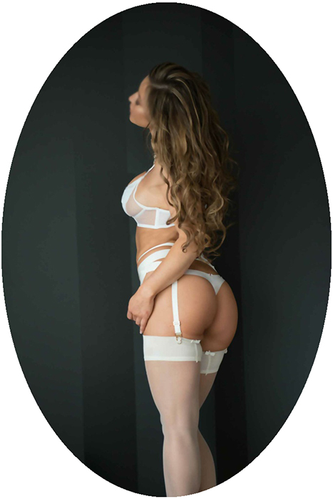LEAH_LUX-1-683x1024-oval-700px