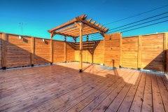 Terrasse sur toit de garage avec pergola