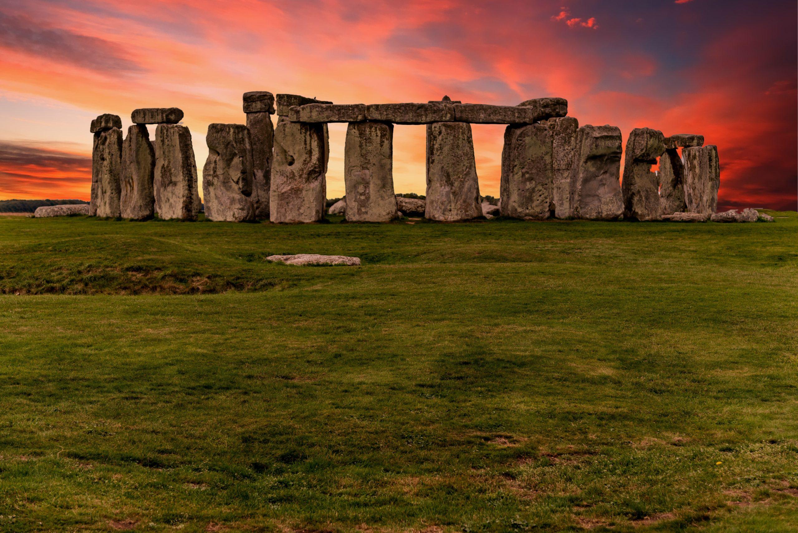 stonehenge-england-1448136