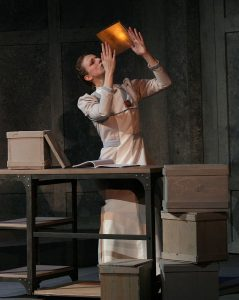 """Cassandra Bissell as Henrietta, an unsung 1900s """"computer lady"""" in Harvard University's observatory. Photo by D. Rice"""