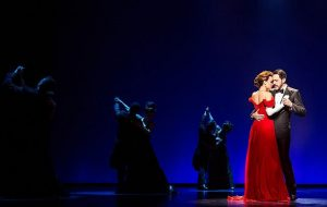 Samantha Barks (Vivian) and Steve Kazee (Edward) and Company in Pretty Woman: The Musical at the Oriental Theatre in Chicago Photo by Matthew Murphy, 2018
