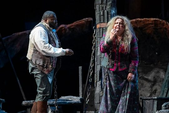 Russell Thomas and Jamie Barton in Il Trovatore (Todd Rosenberg photo)