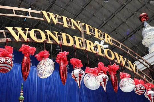 Navy Pier celebrates winter