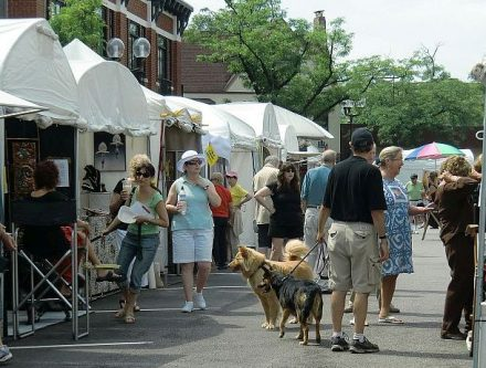 Outdoor art fairs are a summer activity in suburbs and Chicago. (J Jacobs photo)