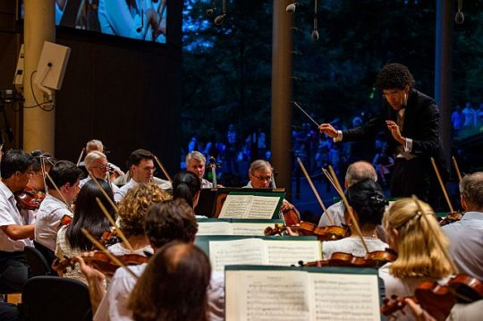 Rafael Payare conducts the CSO in Beethoven's Symphony No. 3 at Ravinia Festival. (photo credit Ravinia Festival and Kyle Dunleavy)