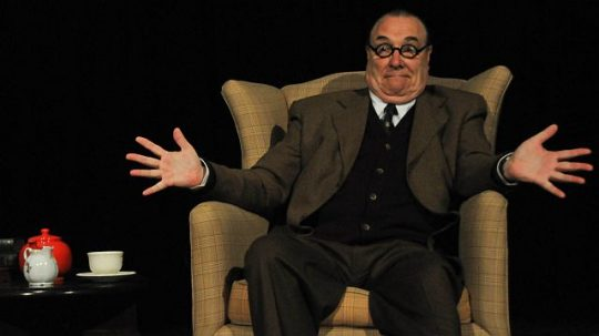 David Payne as C.S. Lewis at Broadway Playhouse. (Production photos from Aneesa Muhammad (MKI)